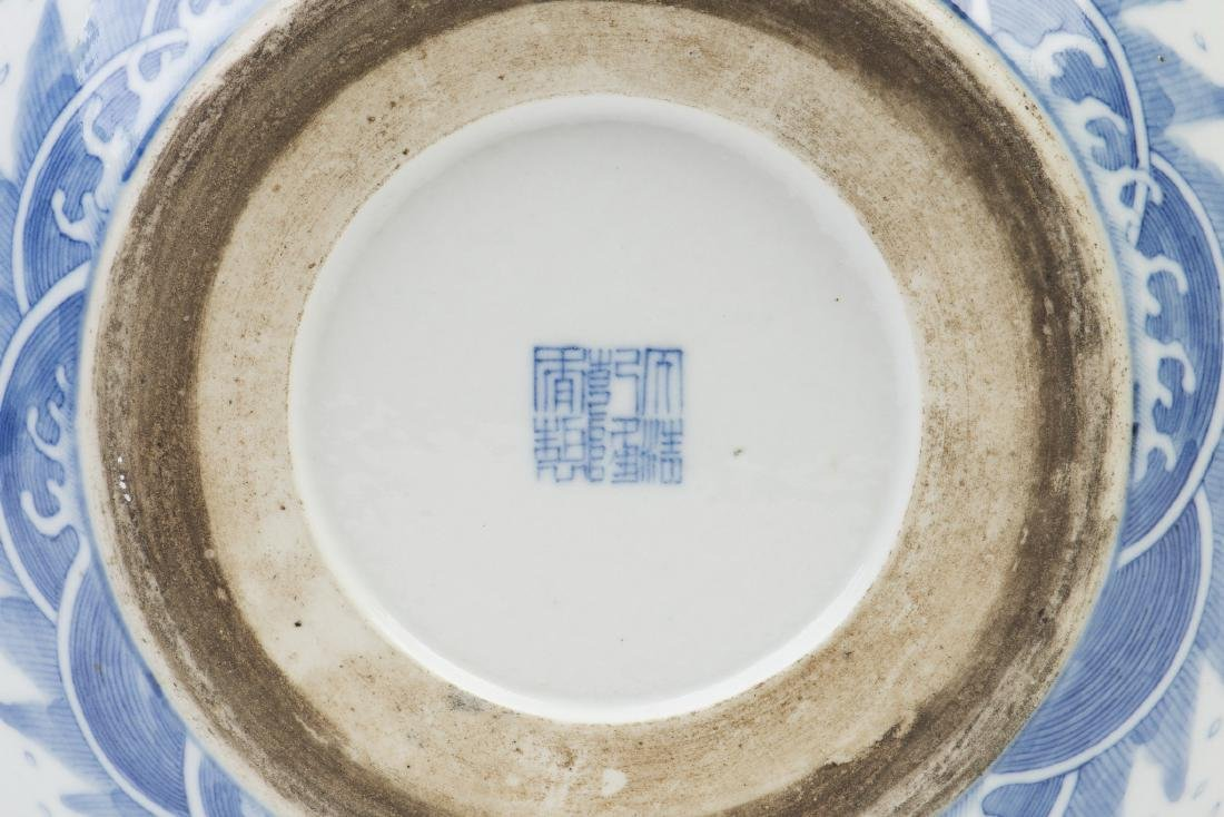A BLUE AND WHITE PORCELAIN POT - 6