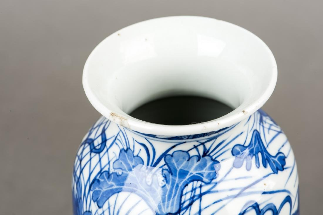 A PAIR OF BLUE AND WHITE 'DRAGON' VASES - 3