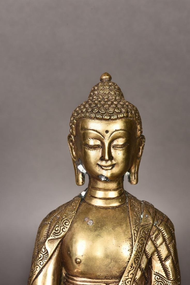 A GILT BRONZE SCULPTURE OF BUDDHA - 2