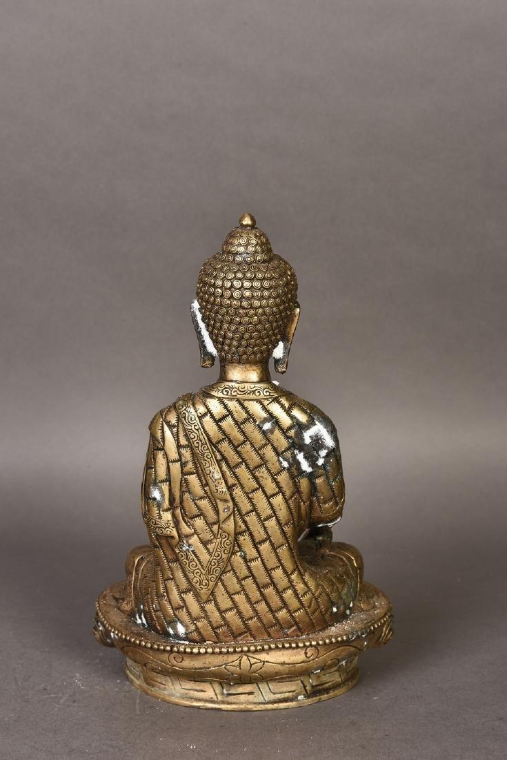 A GILT BRONZE SCULPTURE OF BUDDHA - 5