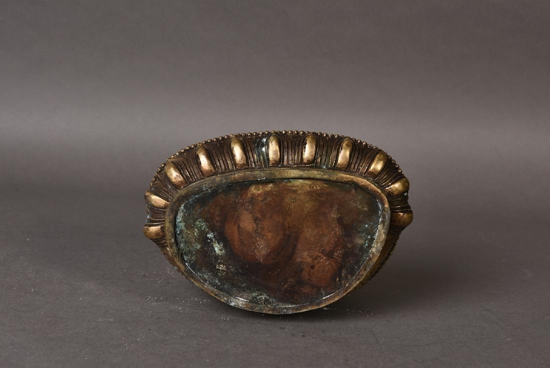 A GILT BRONZE SCULPTURE OF BUDDHA - 6