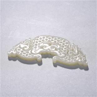 AN ARCHIASTIC CHINESE WHITE JADE DRAGON PENDANT
