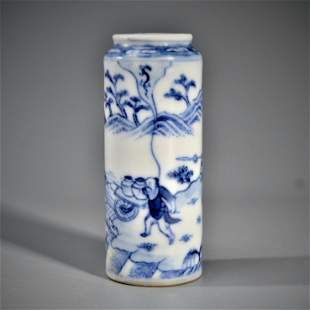 A BLUE AND WHITE 'FIGURAL' SNUFF BOLLTE