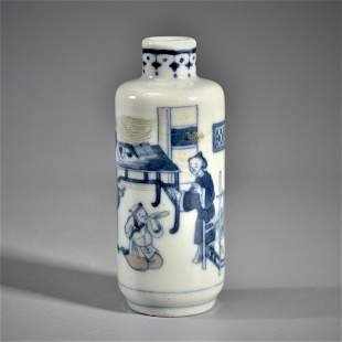 A BLUE AND WHITE AND IRON-RED 'FIGURAL' SNUFF' BOTTLE