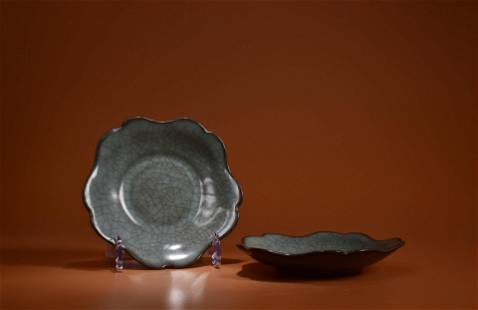 A PAIR OF GUAN TYPE CRACKLE LOBED WASHERS