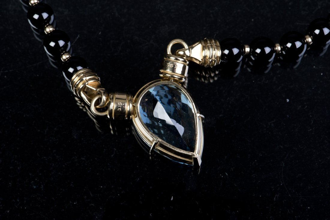 A SAPPHIRE AND DIAMOND NECKLACE, WITH CERTIFICATE