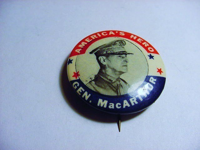 WWII GENERAL MACARTHUR BUTTON