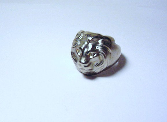 VINTAGE LIONS HEAD RING  SIZE  10