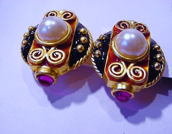 VINTAGE COSTUME EARRINGS