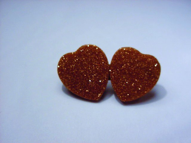 VINTAGE GOLDSTONE DOUBLE HEART PIN