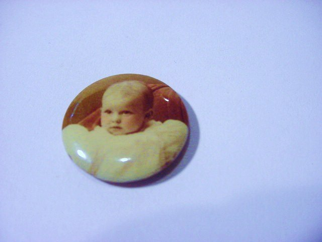 1898 BABY PHOTO BUTTON