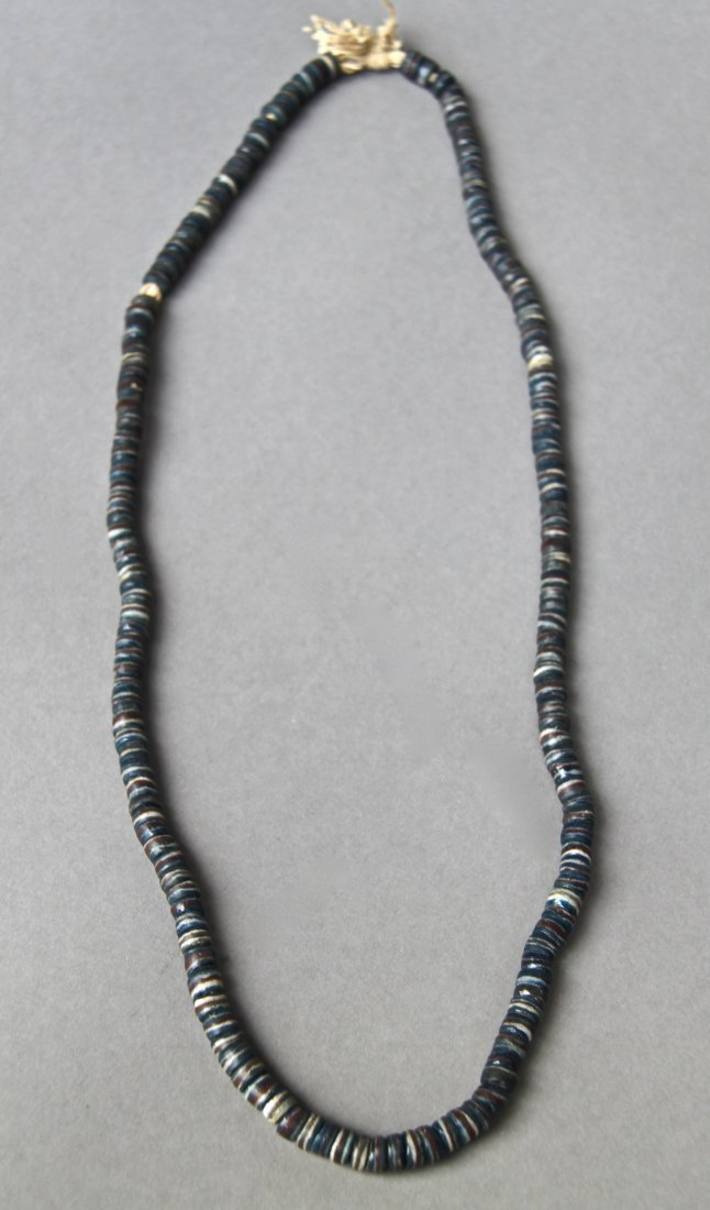 Antique Native American Indian Trade Bead Necklace (Bla