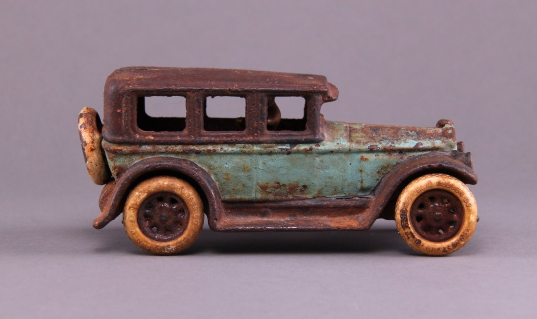 1927 Buick Deluxe Sedan cast iron toy car made by