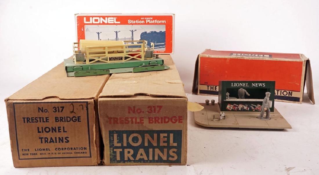 LIONEL - SET OF TRAIN SCENERY