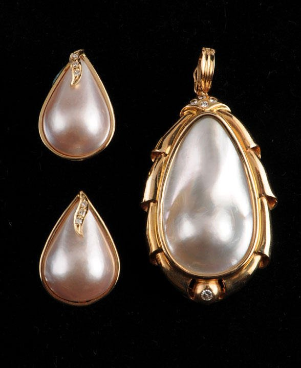 20: 14K GOLD AND MOTHER OF PEARL