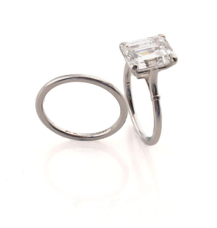 1000: PLATINUM AND 3.03ct DIAMOND