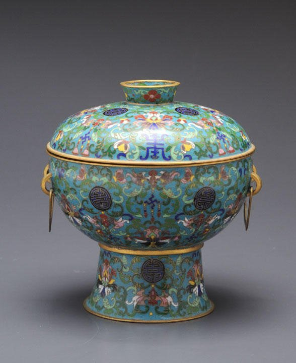 13: A CLOISONNE DOU FORMED VESSEL AND COVER CHINA With