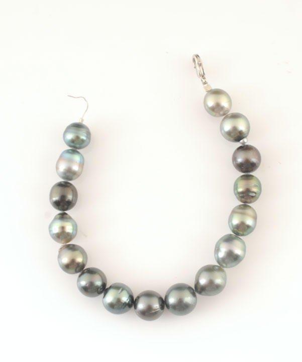 4: TAHITI PEARLS  16 grey freshwater baroque pearls Bra