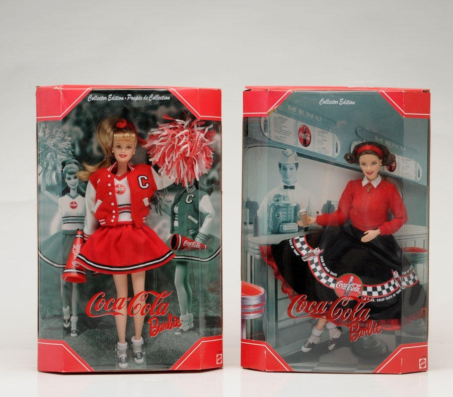 122: BARBIE DRESSED WITH COCA-COLA COLORS  Set of 2 Bar
