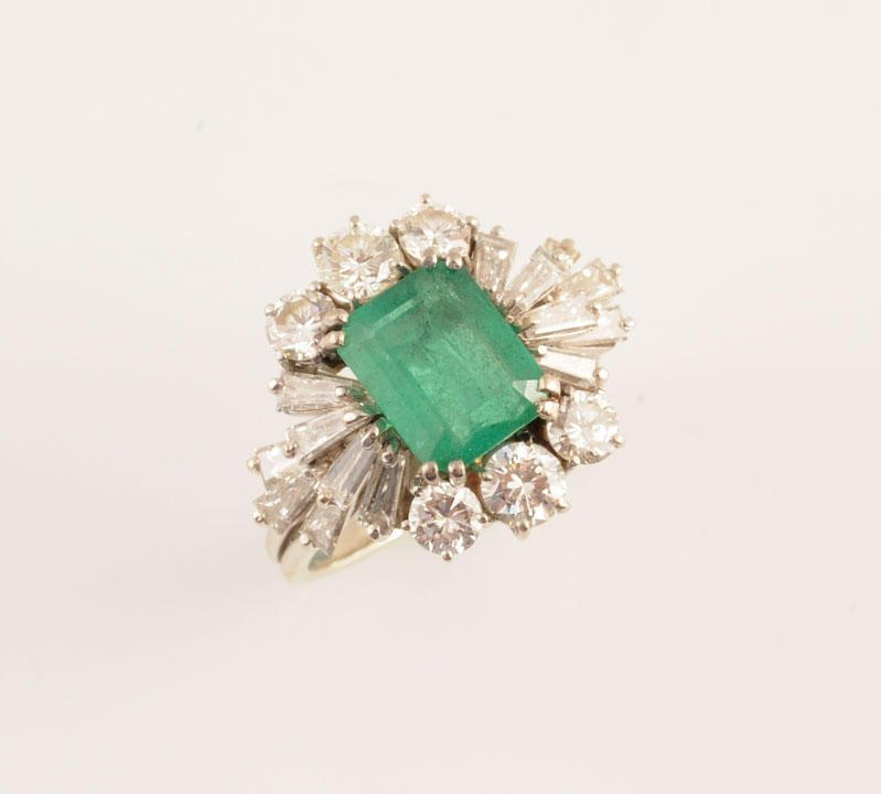 2: 18K GOLD, EMERALD AND DIAMONDS 18K white gold ring s