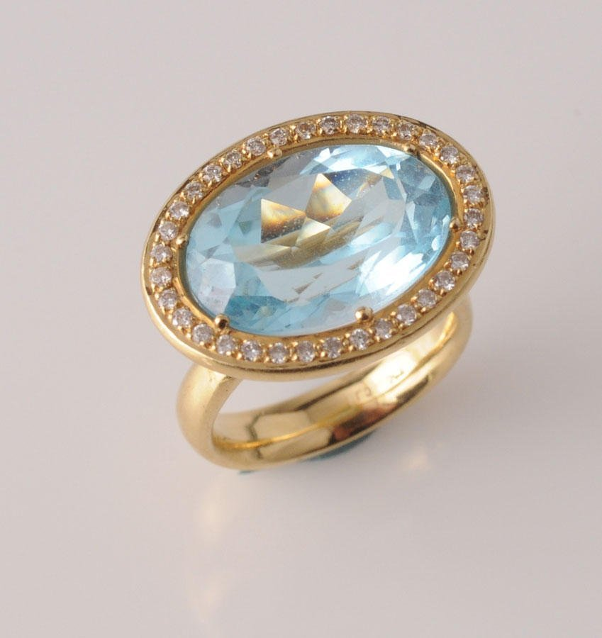 2009: 18K yellow gold ring, set with an approximate 4.0