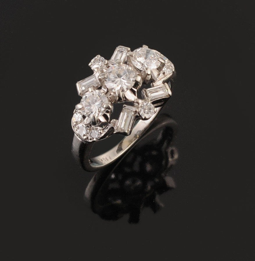 2009B: 18K white gold ring set with one round brilliant