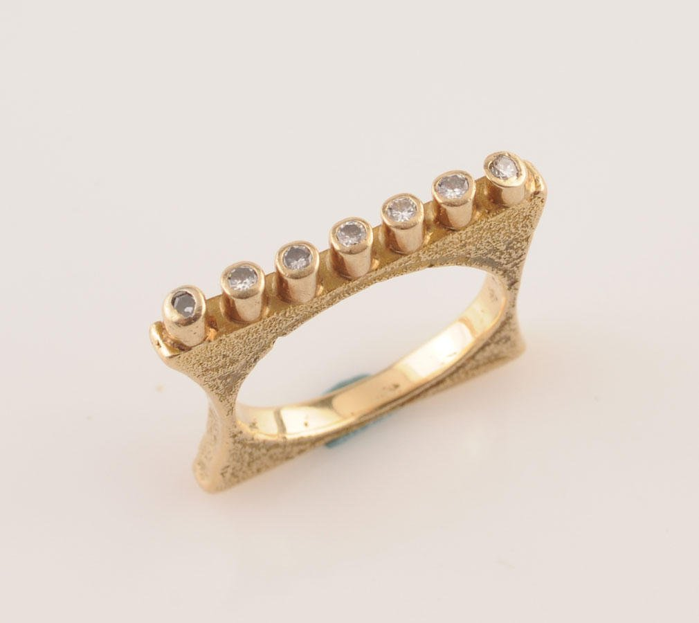 2014: 18K yellow gold ring (stamped), set with 7 diamon