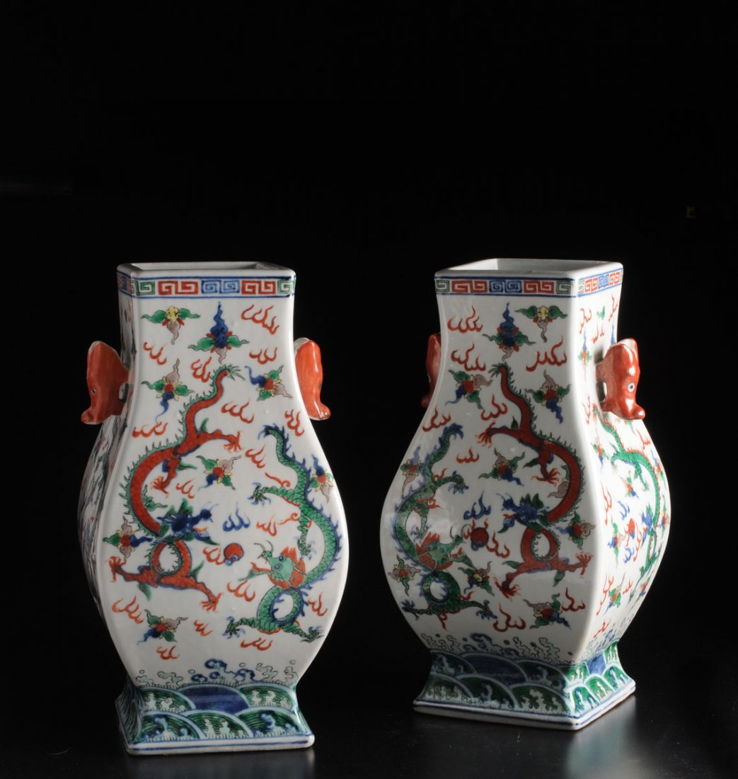 A PAIR OF « WUCAI » STYLE SQUARE BALUSTER VASES CHINA,