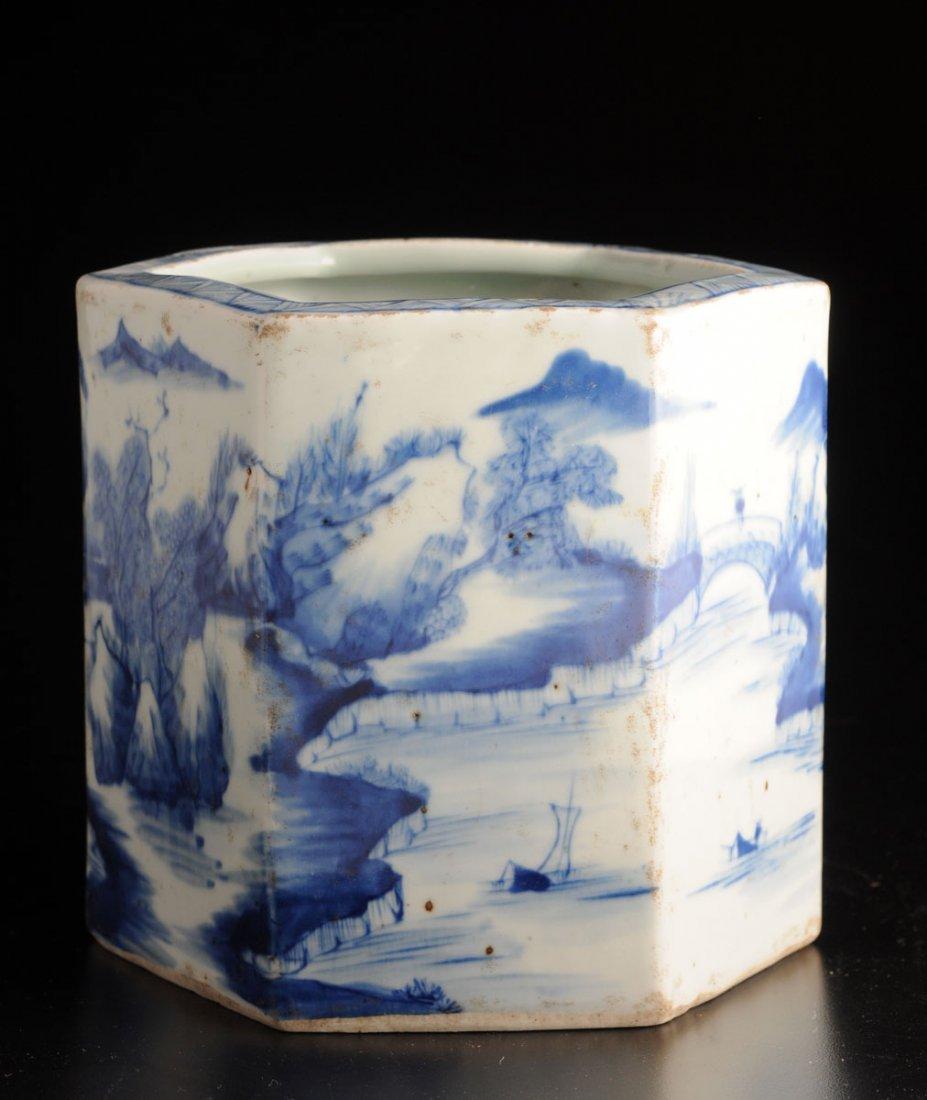 BLUE AND WHITE EXPORT PORCELAIN SIX-ANGLE BRUSHPOT, BIT