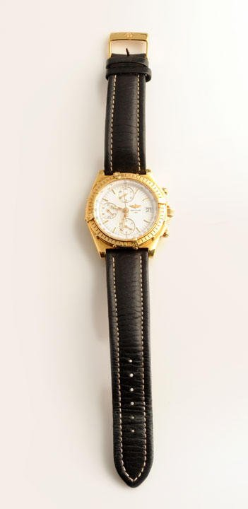18K yellow gold (stamped) men's chronograph, white dial