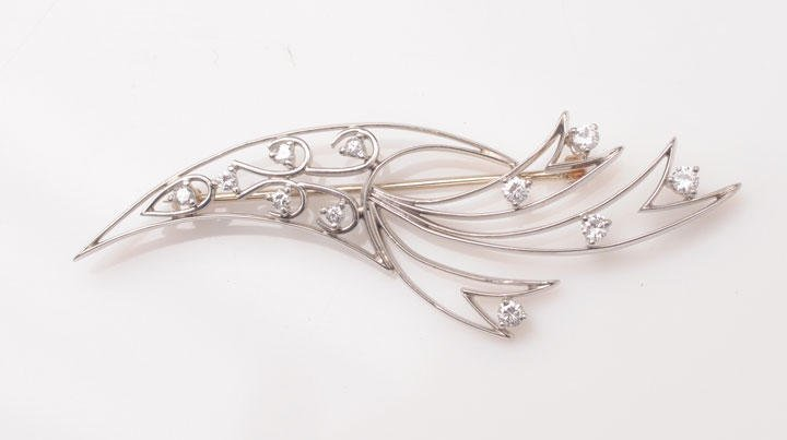 18K white gold and platinum brooch, set with 5 round di