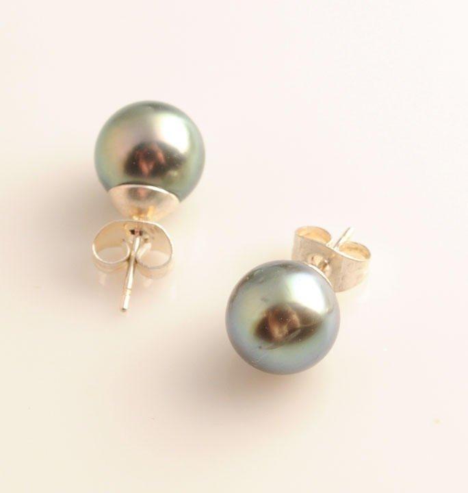 Pair of Tahitian pearl earrings, 9 mm.