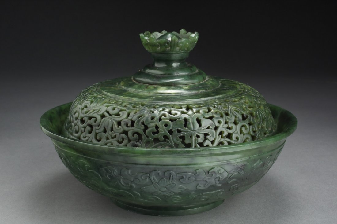 ANTIQUE SPINACH JADE DOU VASE & COVER - Prominent