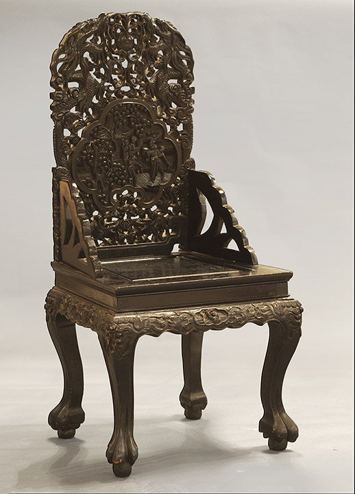 CARVED RETICULATED DARK WOOD CHAIR CHINA  H : 108.5cm –