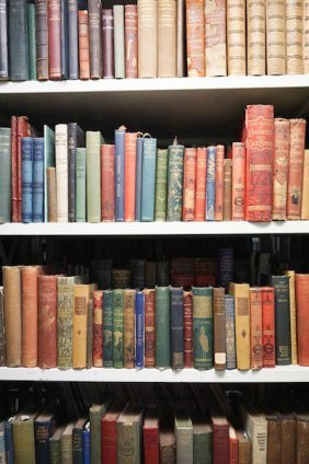 Essays, In English – Approximately 200 Volumes Natural