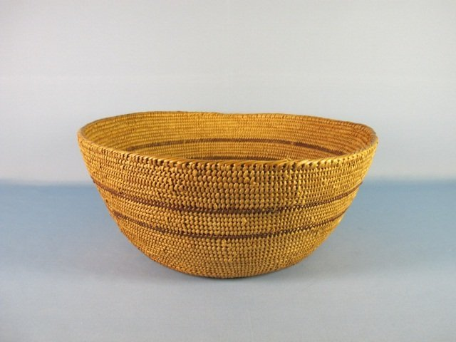 14: Native American Large Basket, Middle 20th Century