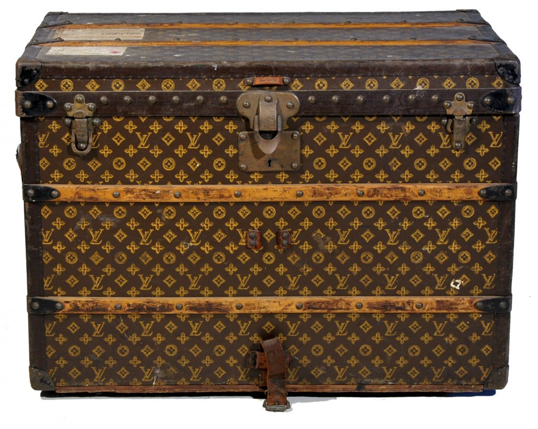 88: Louis Vuitton medium sized steamer trunk