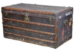 89: Louis Vuitton large steamer trunk
