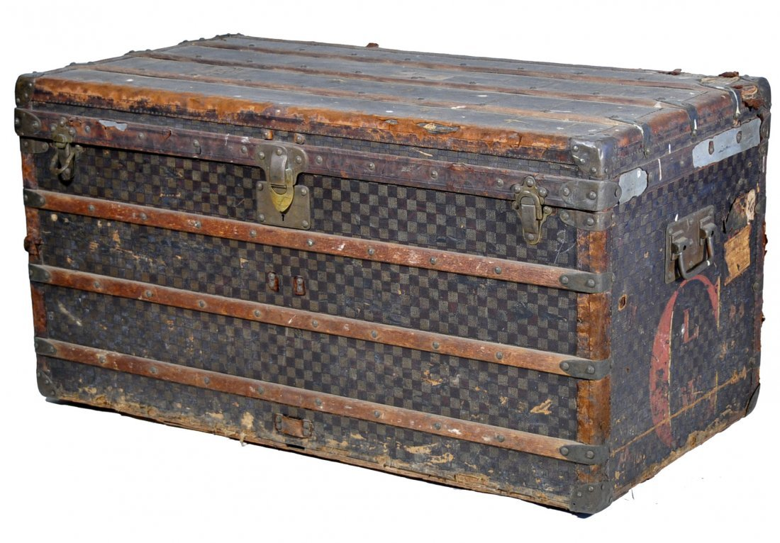 89: Louis Vuitton large steamer trunk