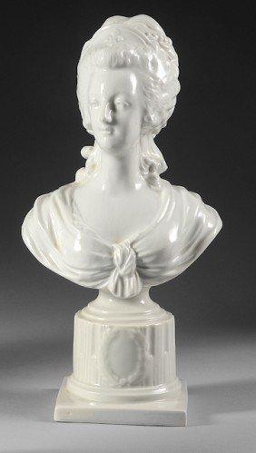 Marie-Antoinette, Reine De France. Buste En Porcela