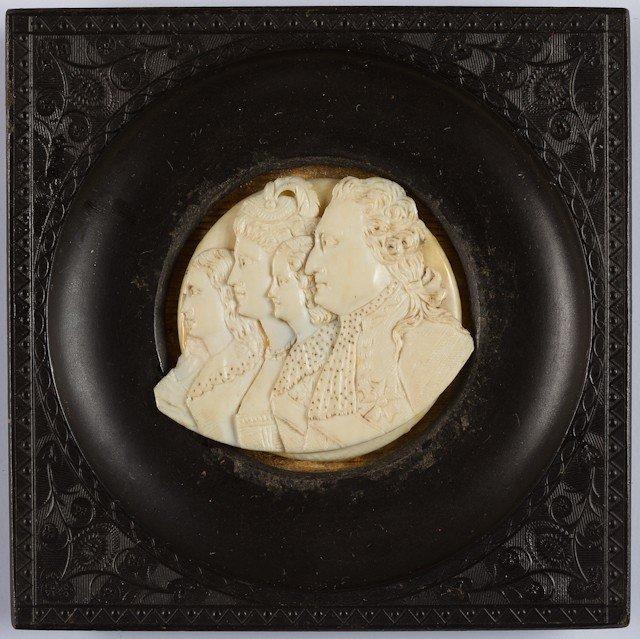 16: Médaillon rond sculpté sur ivoire, représentant les