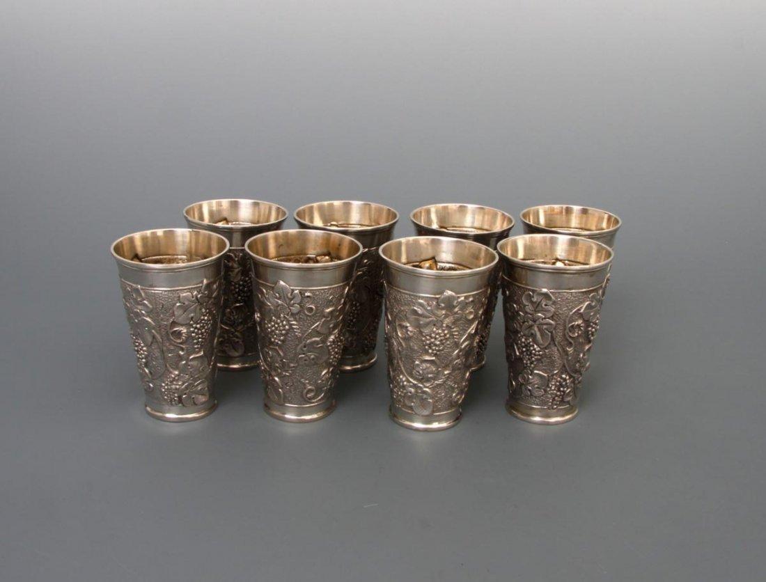 2: Acht Weinbecher, 800er Silber, innen vergoldet