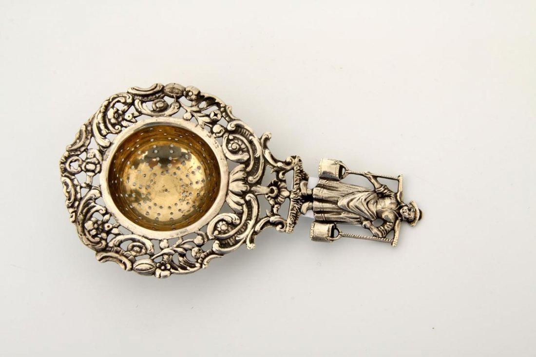 6: Teesieb, 830er Silber, innen vergoldet