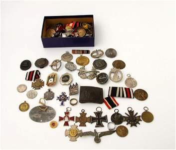 1187: Konvolut Metall-Abzeichen