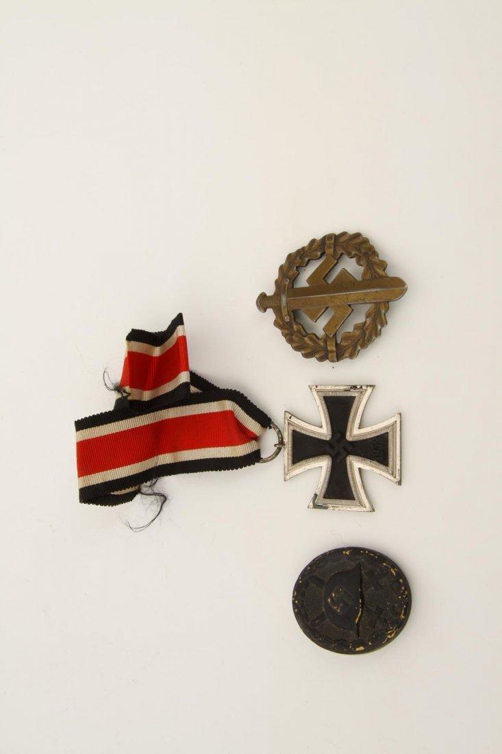 1342: Eisernes Kreuz und zwei Abzeichen, 3. Reich