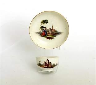 Tasse mit UT mit Schloßansichten, Meissen um 1750