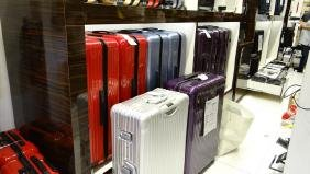 LUGGAGE WALL DISPLAY WITH LADDER SYSTEM - 80' LONG x 11