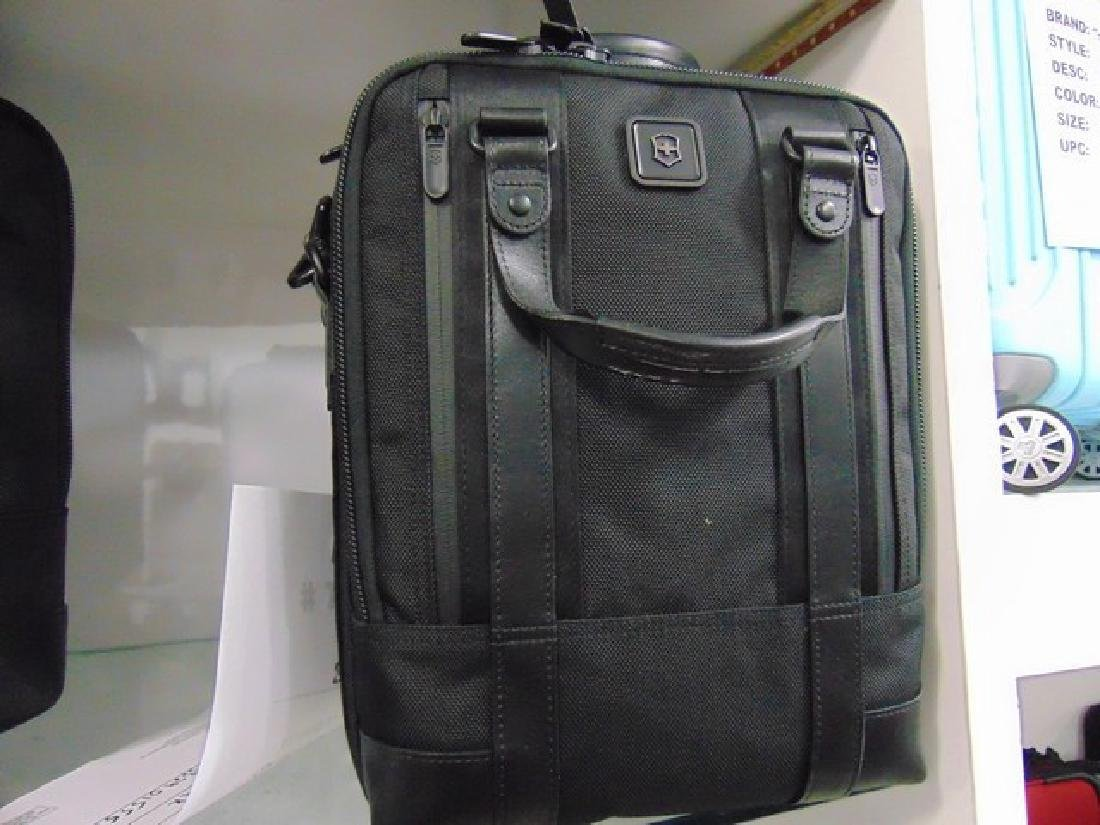 VICTORINOX LAPTOP BRIEFCASE - DIVISION 13 VERTICAL WITH