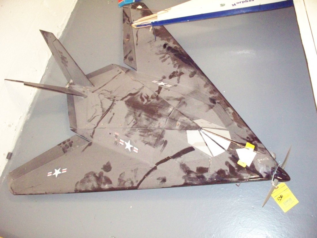 F-117 RC PLANE - WING SPAN 41 - LENGTH 48
