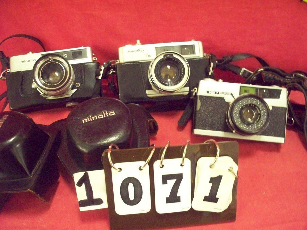 LOT OF 3 - ASSORTED CAMERAS - 1 MINOLTAS 7S HIMITIC